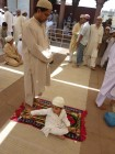 jama masjid - enfant qui protege son pere