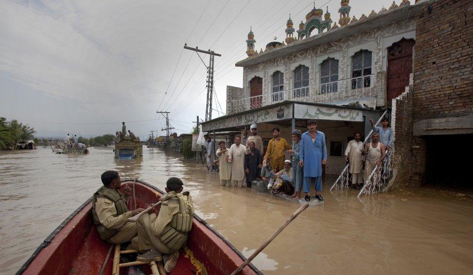Inondation et une mosquée au Pakistan