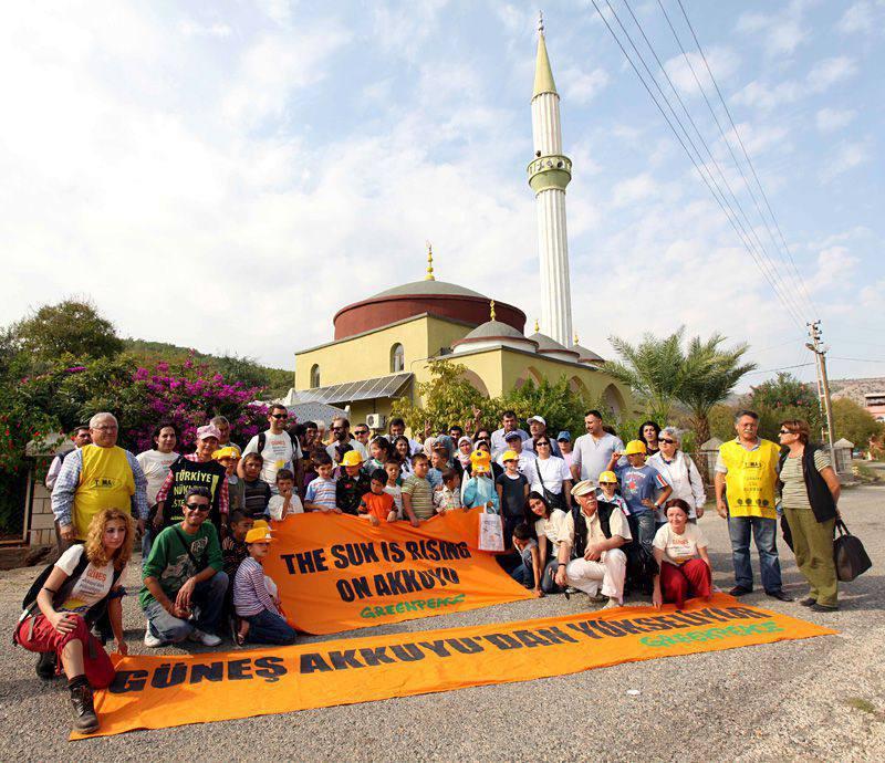 Greenpeace aide une mosquée en Turquie