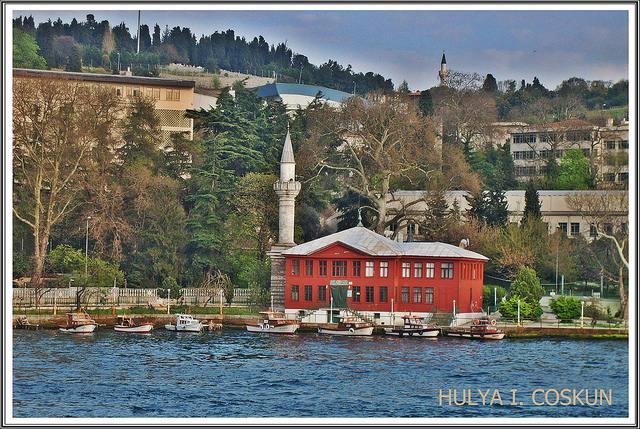 Mosquée à Istanbul au board de l'eau