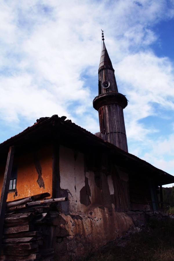 Mosquée en Bois avec un minaret