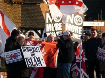 Manifestation contre la mosquée de Bletchley
