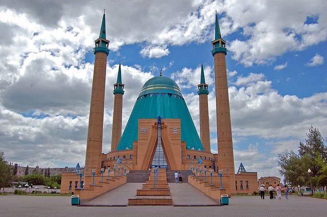 Grande mosquée turquoise Mashkur Jusup Kazakhstan