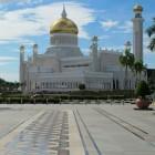 La mosquée Sultan Omar Ali Saifuddin avec un dôme doré