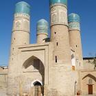 Mosquée Uzbekistan avec quatre minarets