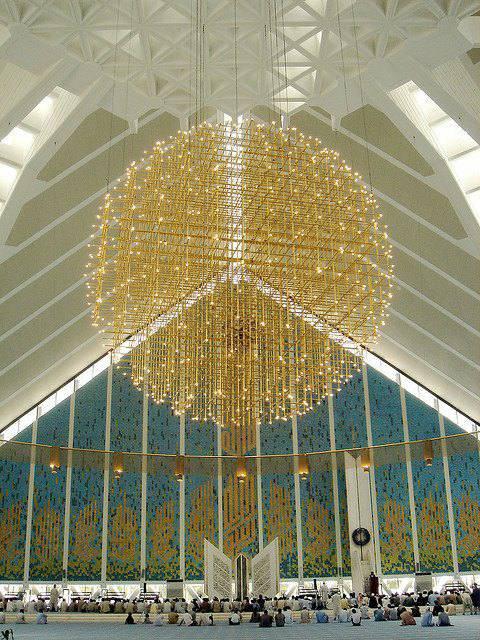 L'intérieur de la mosquée Faisal