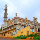 Mosquée colorée dans le Cachemire