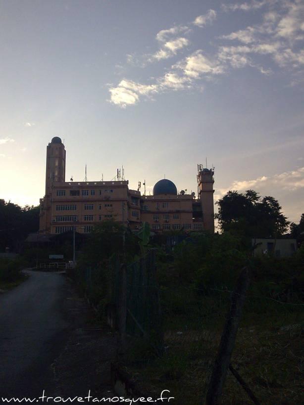 La mosquée Al Ghufran, un carrefour pour les voyageurs
