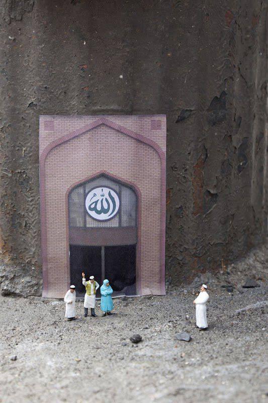L'entrée de la mosquée Anti-feu