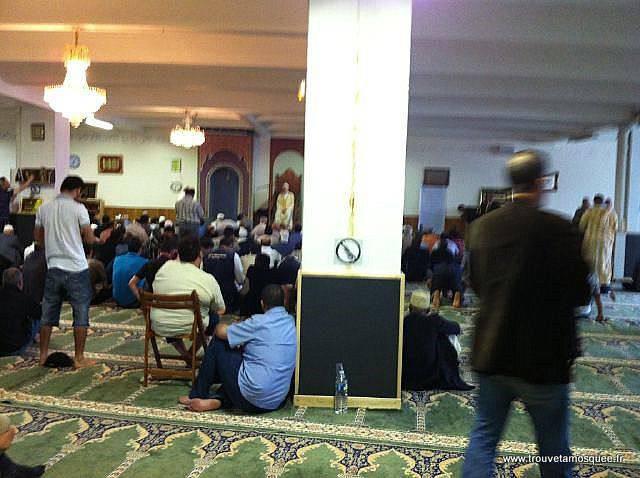 L'intérieur mosquée al islah de Montreuil 2