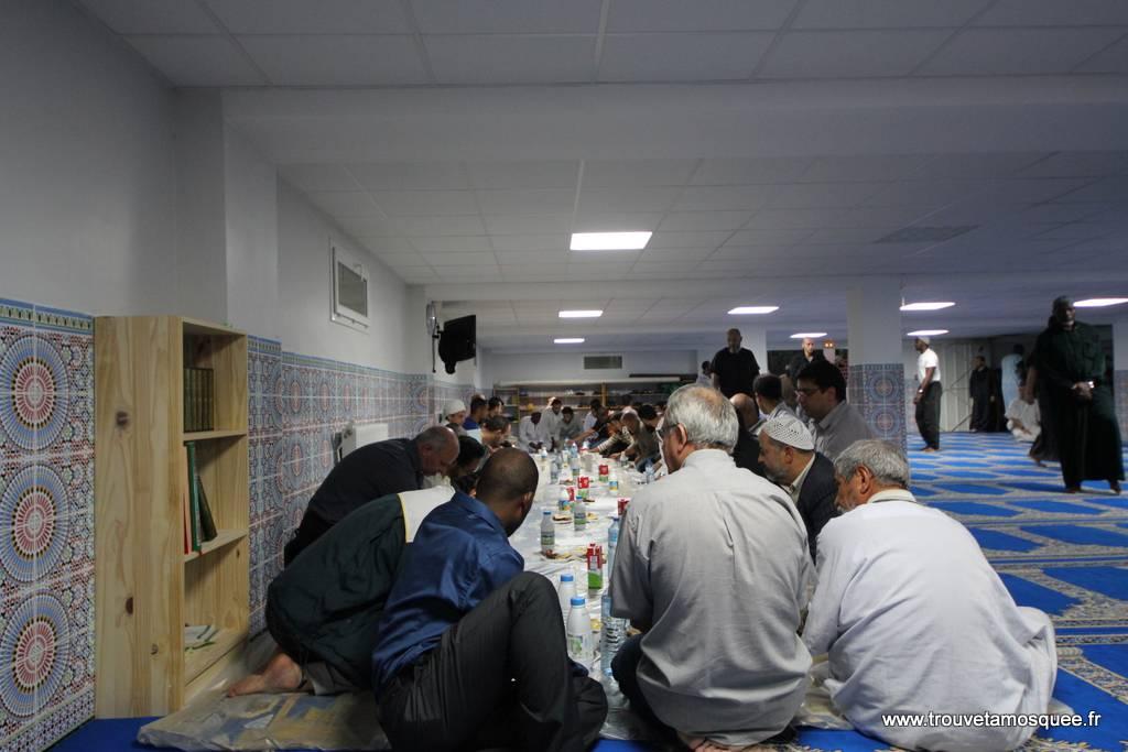 rupture du jeûne à la mosquée de Vigneux sur Seine
