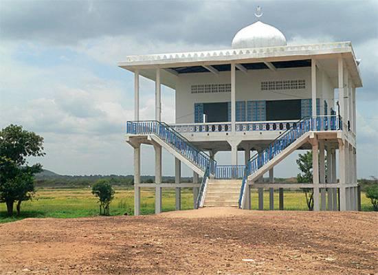Mosquée sur pilotis au Cambodge