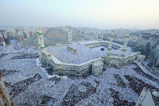 La grande mosquée de la Mecque noire de monde