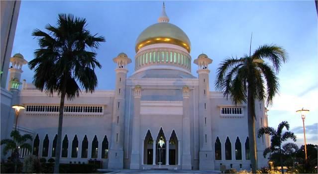 Mosquée Omar Ali Saifuddin – l'appel à la prière