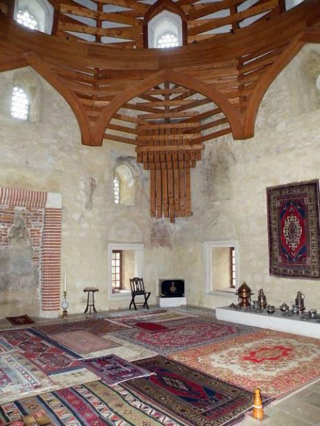 Vue intérieur de la mosquée Malkoc Bey en Hongrie