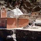 Une jolie mosquée dans les montagnes du Maroc