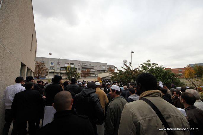 Sortie de la mosquée d'Evry