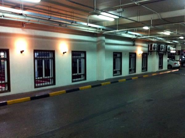 Une mosquée dans un parking