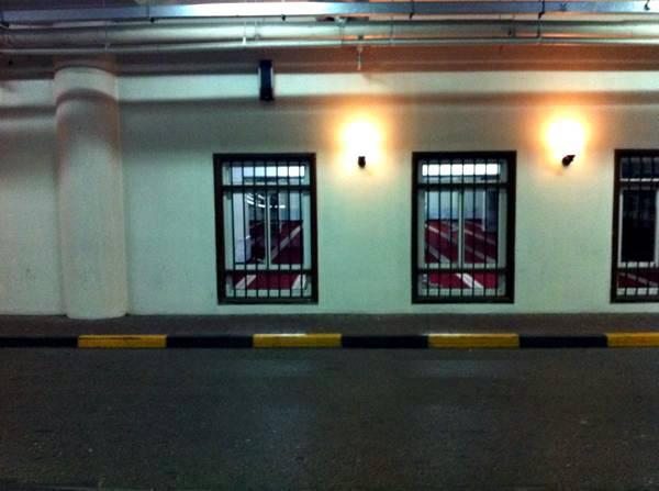 Mosquée au sous sol d'un centre commercial bis