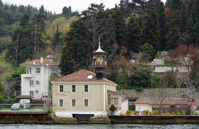 Une mosquée au bord du Bosphore en Turquie