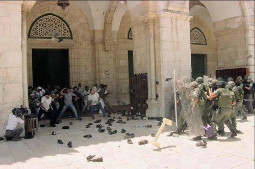 alqods Mosquée Al Aqsa assiégée par larmée israélienne
