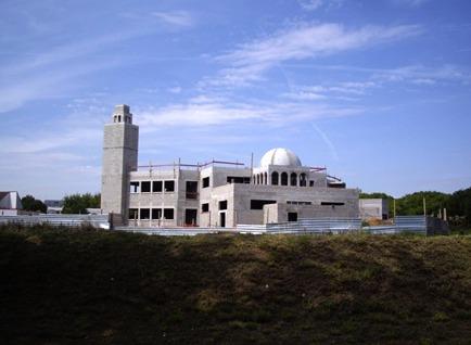 La grande mosquée de Cergy en construction