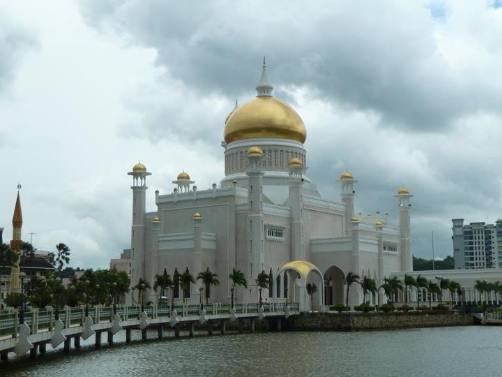vue d'ensemble de la la Mosquée Omar Ali Saifuddi