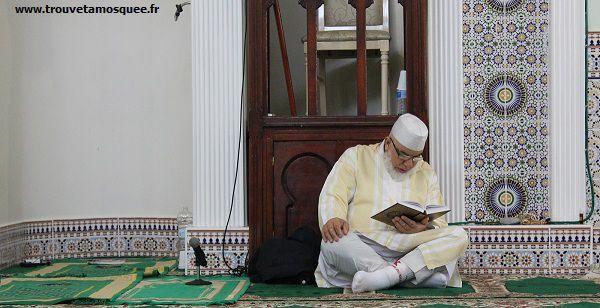 Lecture coran à la mosquée