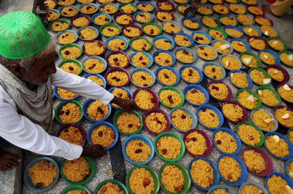Ramadan 2012: mise en place de stands au Pakistan