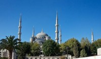 Turquie : des tenues adéquates pour les touristes qui visiteront la Mosquée bleue d'Istanbul