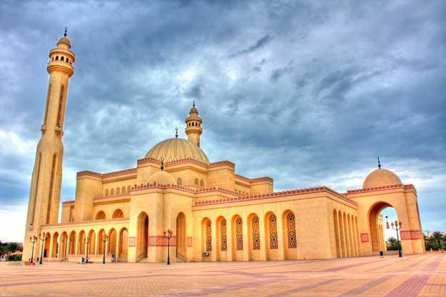 portes ouvertes pour la grande mosqu e de bahrein ahmed al fateh islamic center trouve ta. Black Bedroom Furniture Sets. Home Design Ideas