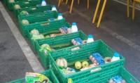 Une mosquée fait des dons de nourriture pour la période de fin d'année