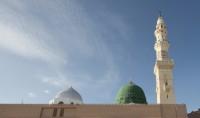 Adhan à l'intérieur de la mosquée Al Nabawi à Médine